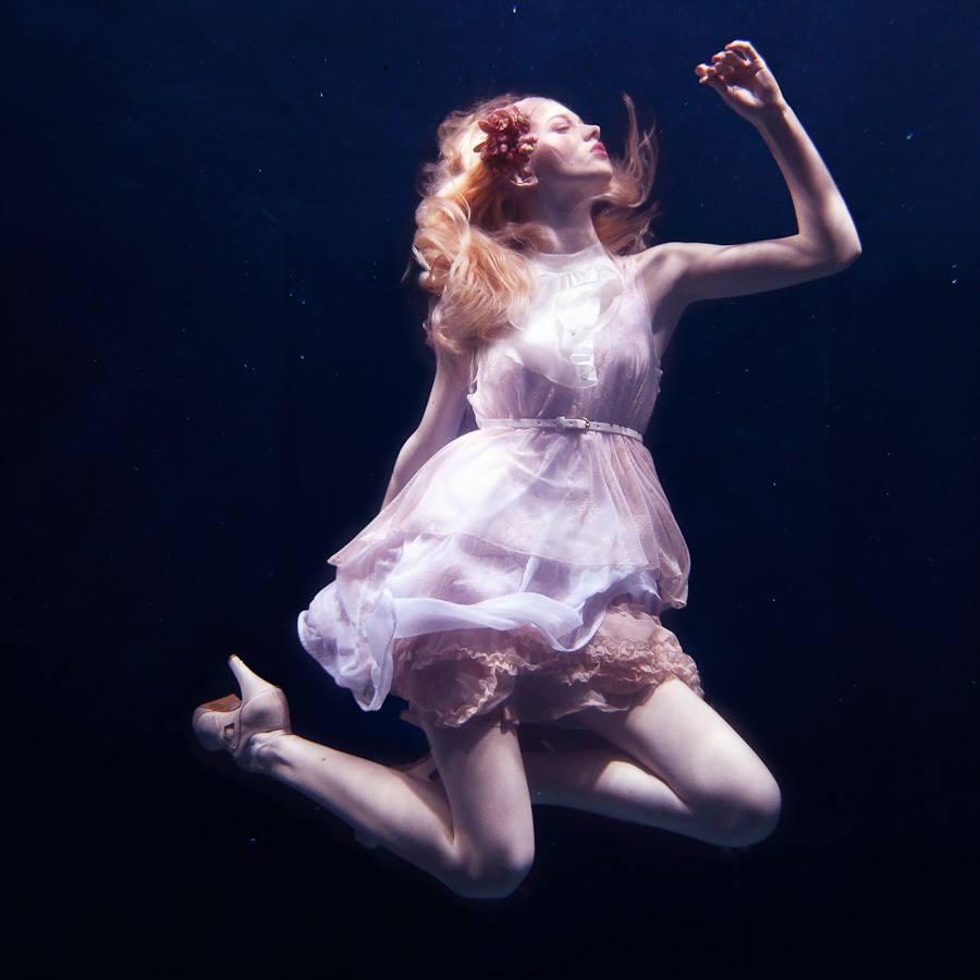 Next Top Model: Không phải cứ chụp ảnh dưới nước là trở thành thảm họa như ở Việt Nam! - Ảnh 8.