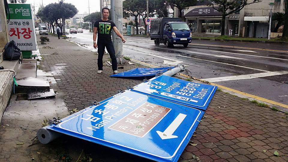 Cảnh tượng ngập lụt, đổ nát kinh hoàng sau bão tại siêu đô thị Busan của Hàn Quốc - Ảnh 28.