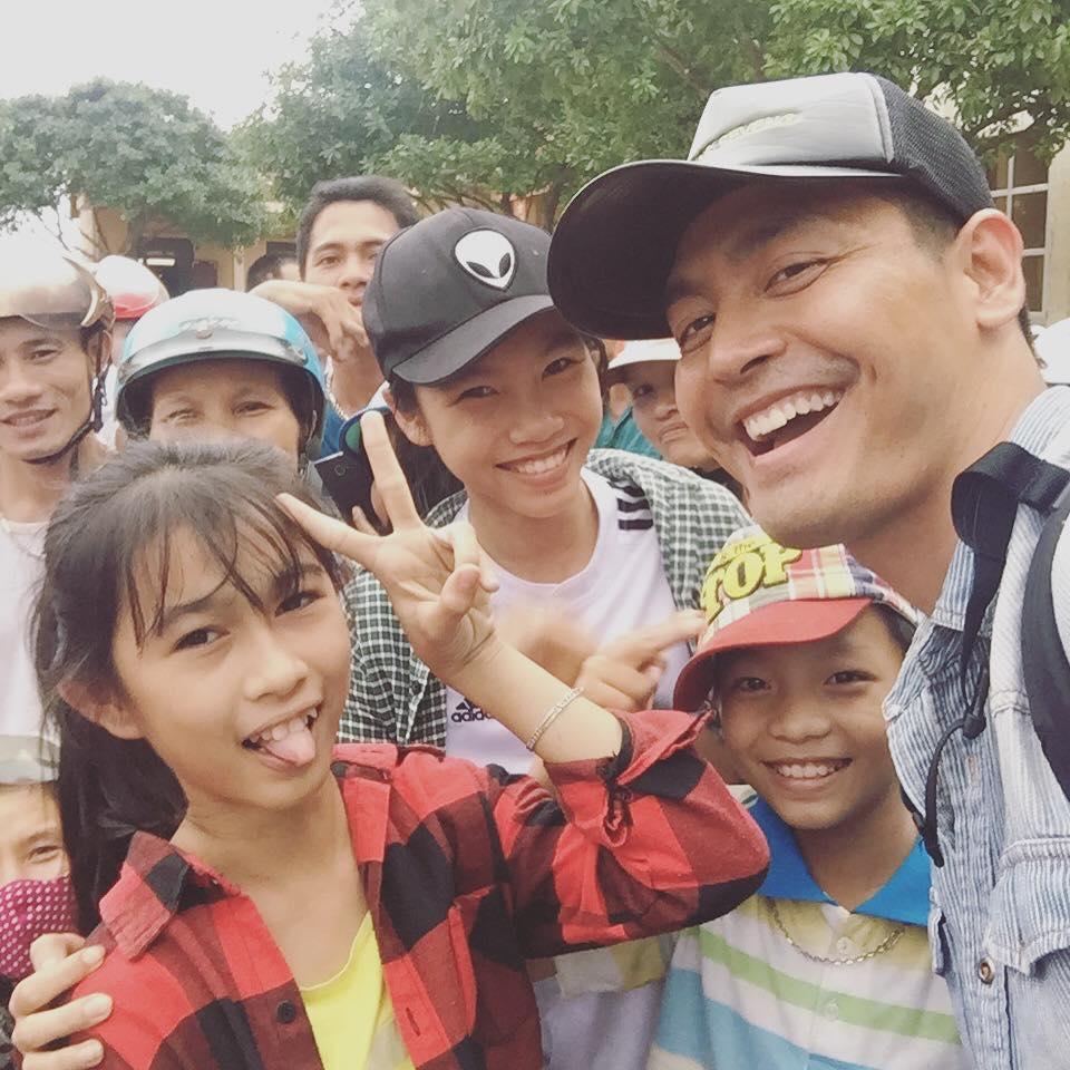 Trước thiệt hại quá nặng nề của người dân Hà Tĩnh, MC Phan Anh đã tăng gấp đôi số tiền cứu trợ - Ảnh 1.