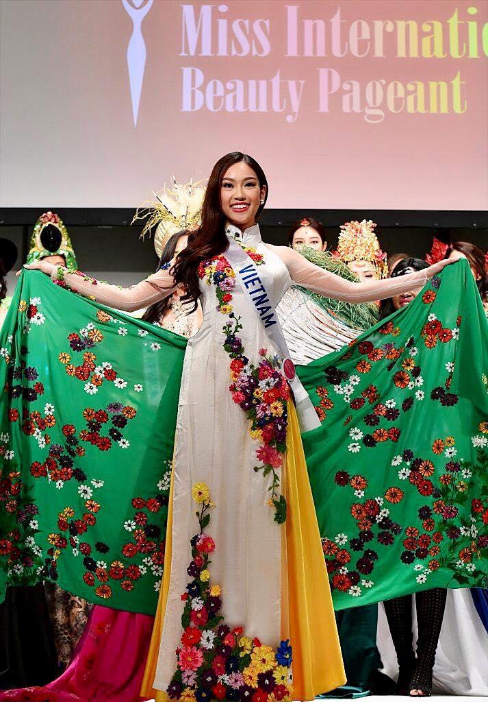 Chỉ vừa bắt đầu vài ngày, đại diện Việt Nam - Phương Linh đã giành danh hiệu tại Hoa hậu Quốc tế 2016 - Ảnh 3.