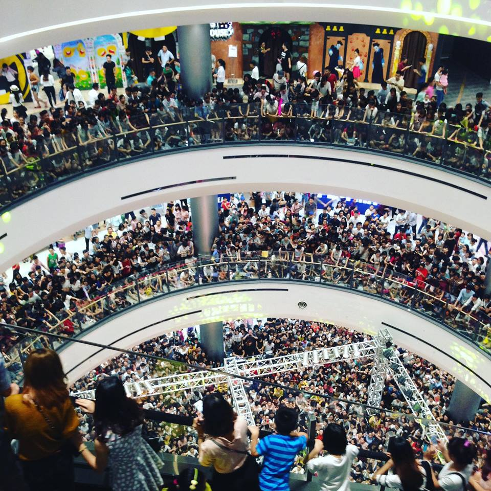 Không cần đến sao Hàn, Noo Phước Thịnh cũng đủ khiến Aeon Mall thất thủ - Ảnh 2.