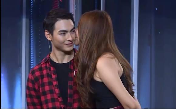 Mai Ngô lại... bĩu môi, Chúng Huyền Thanh ôm hôn bạn trai trên truyền hình - Ảnh 4.