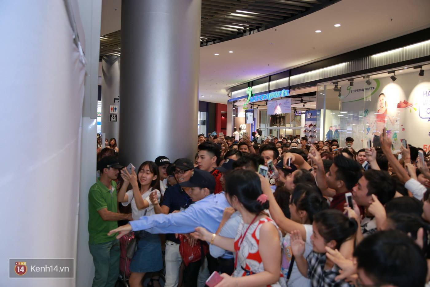 Không cần đến sao Hàn, Noo Phước Thịnh cũng đủ khiến Aeon Mall thất thủ - Ảnh 5.