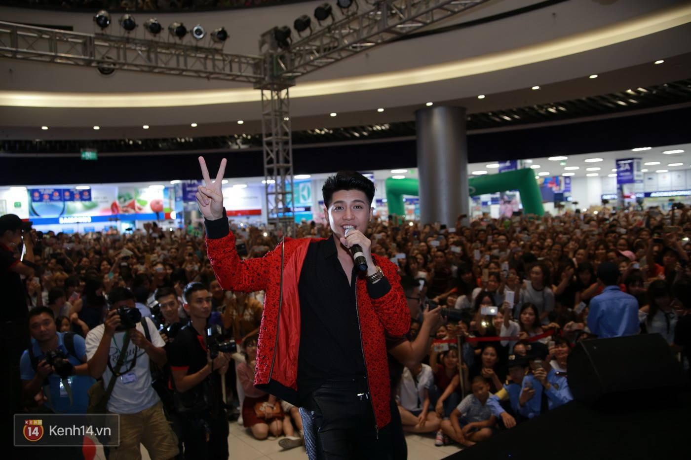 Không cần đến sao Hàn, Noo Phước Thịnh cũng đủ khiến Aeon Mall thất thủ - Ảnh 9.