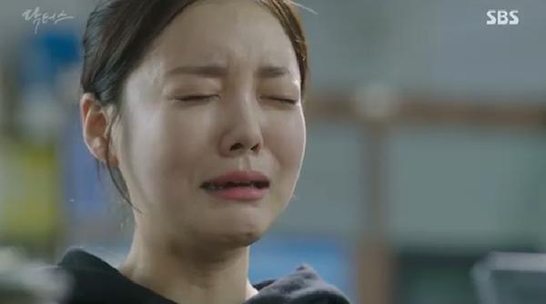 """""""Doctors"""": Ji Soo siêu ngầu, cướp Park Shin Hye từ tay Kim Rae Won - Ảnh 19."""