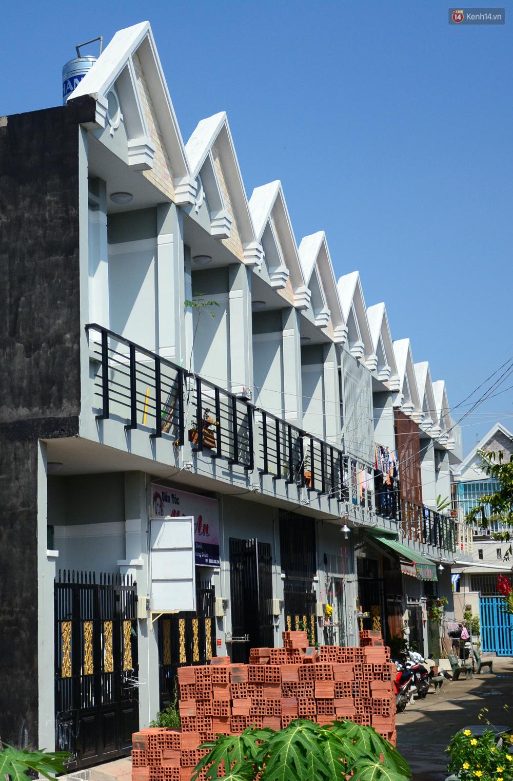 Những khu phố đồng phục thú vị ở Sài Gòn với dãy nhà giống hệt nhau - Ảnh 13.