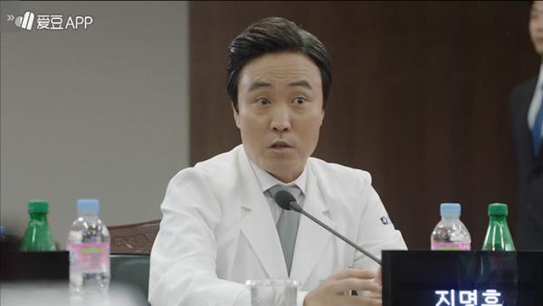 """""""Doctors"""": Không nhịn được cười với chuỗi bi kịch của Yoon Kyun Sang - Ảnh 19."""