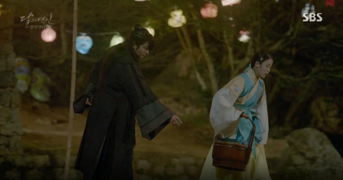 Moon Lovers: Tứ hoàng tử Lee Jun Ki thêm một lần xuất hiện kịp thời giải cứu IU - Ảnh 10.