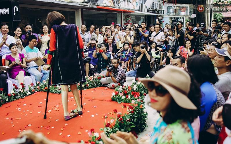 Chùm ảnh xúc động về nét đẹp của những người phụ nữ khuyết tật trên sàn diễn thời trang ở Sài Gòn - Ảnh 27.