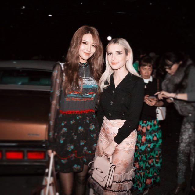 Xúng xính cùng sao Hollywood, Sooyoung được báo Vogue khen hết lời vì mặc đẹp - Ảnh 4.