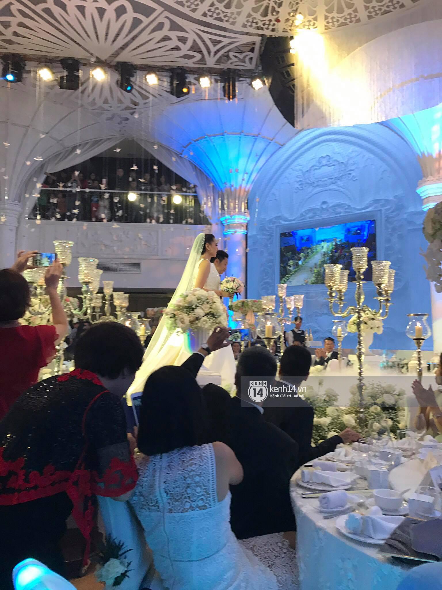 Đám cưới MC Mai Ngọc: Không gian lộng lẫy, cầu kỳ, xứng đáng là đám cưới sang chảnh nhất Hà Nội hôm nay - Ảnh 14.