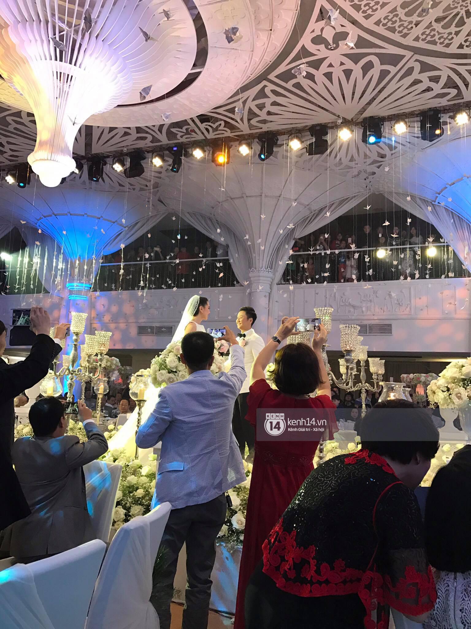 Đám cưới MC Mai Ngọc: Không gian lộng lẫy, cầu kỳ, xứng đáng là đám cưới sang chảnh nhất Hà Nội hôm nay - Ảnh 16.