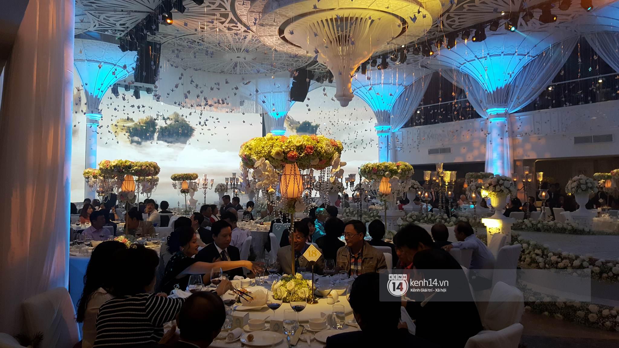 Đám cưới MC Mai Ngọc: Không gian lộng lẫy, cầu kỳ, xứng đáng là đám cưới sang chảnh nhất Hà Nội hôm nay - Ảnh 10.
