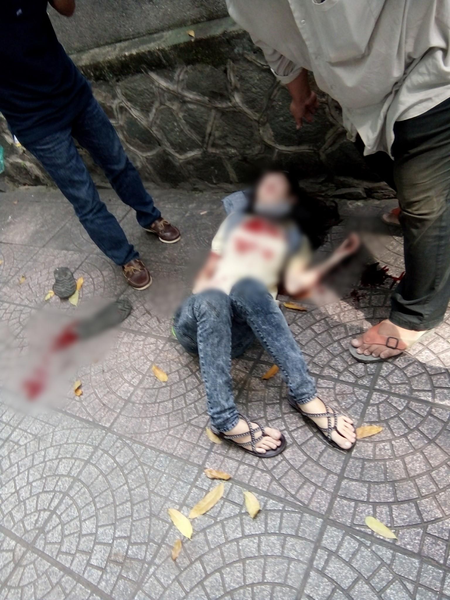 Nam thanh niên dùng dao đâm bạn gái rồi tự sát ở trung tâm Sài Gòn - Ảnh 2.