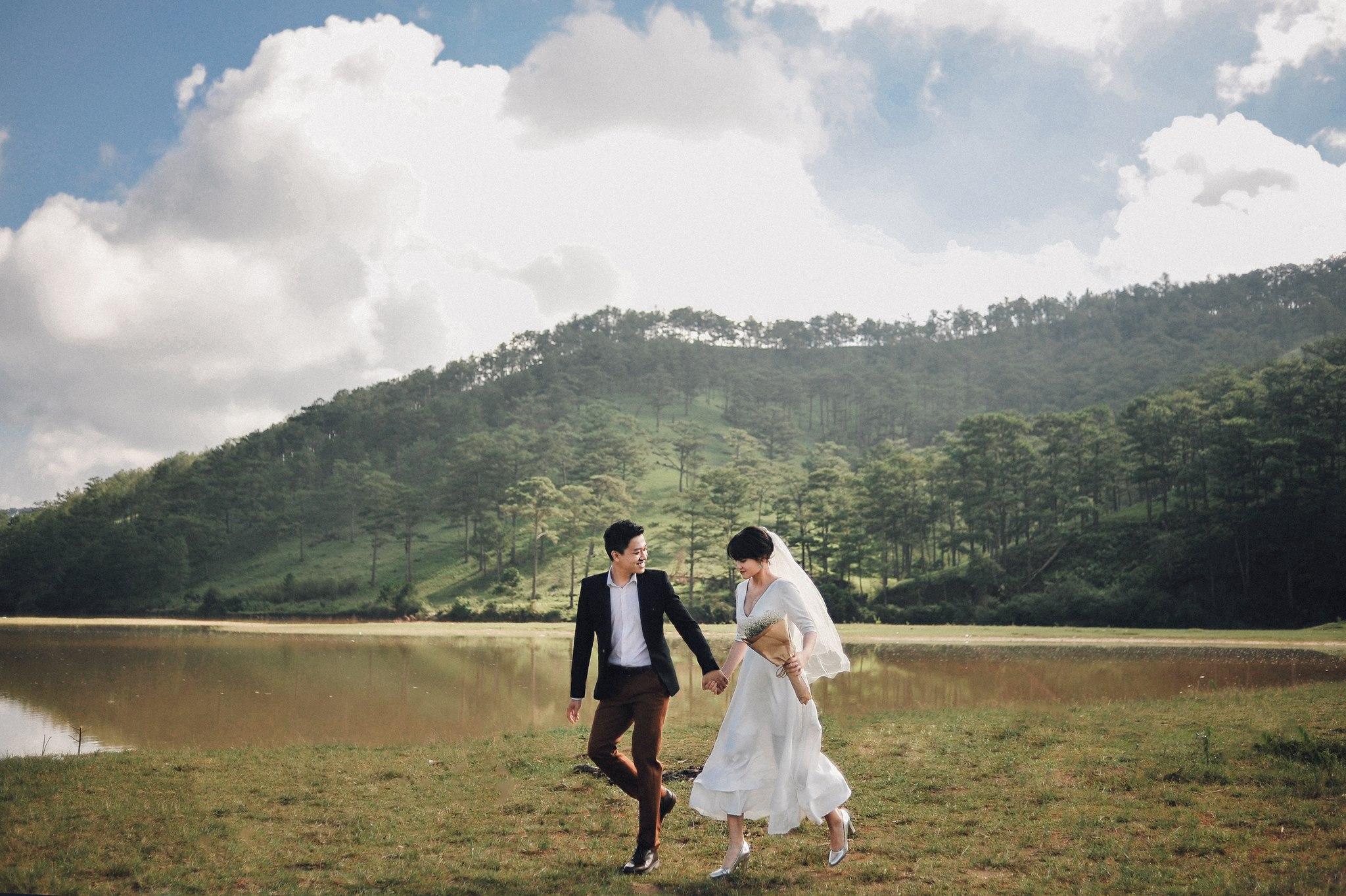 Trọn bộ ảnh cưới giản dị nhưng ngập tràn hạnh phúc của MC Trần Ngọc và 9x xinh đẹp - Ảnh 2.