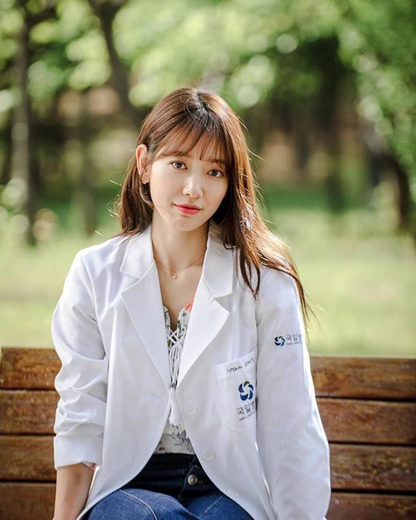 """""""Doctors"""" của Kim Rae Won – Park Shin Hye có cứu được một năm tẻ nhạt của SBS? - Ảnh 15."""