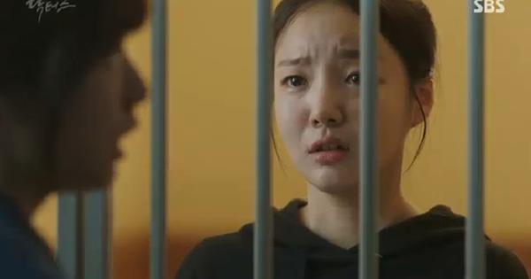 """""""Doctors"""": Ji Soo siêu ngầu, cướp Park Shin Hye từ tay Kim Rae Won - Ảnh 20."""