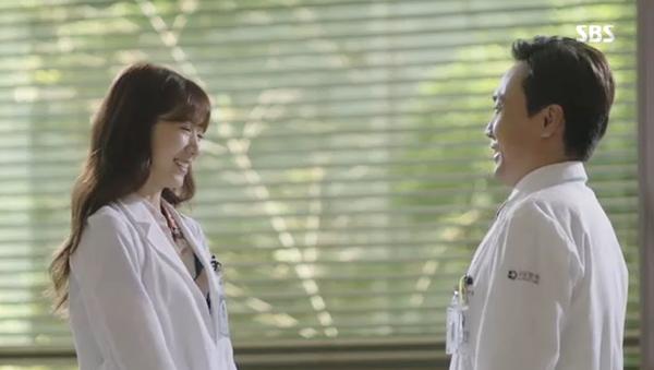 Sau Song Joong Ki, lại thêm Kim Rae Won cưa cẩm bằng trực thăng - Ảnh 23.