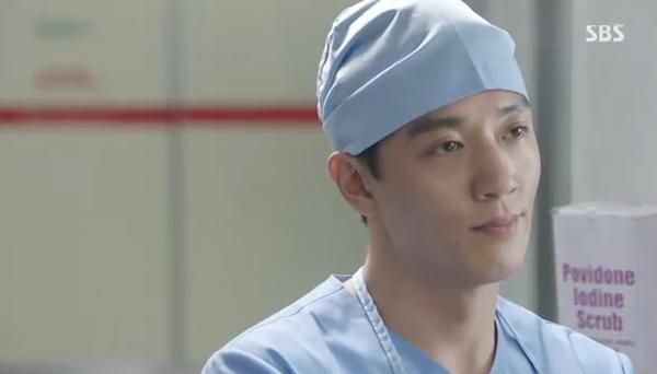"""""""Doctors"""": Xem kìa, Park Shin Hye cuối cùng đã biết ghen! - Ảnh 10."""