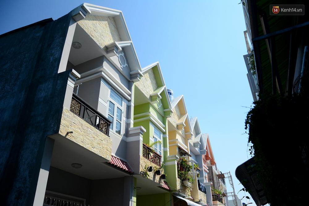 Những khu phố đồng phục thú vị ở Sài Gòn với dãy nhà giống hệt nhau - Ảnh 14.