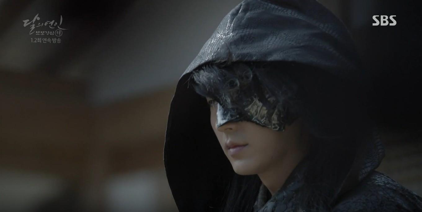Moon Lovers: Lần đầu gặp gỡ, hoàng tử Lee Jun Ki làm anh hùng cứu mỹ nhân IU - Ảnh 12.