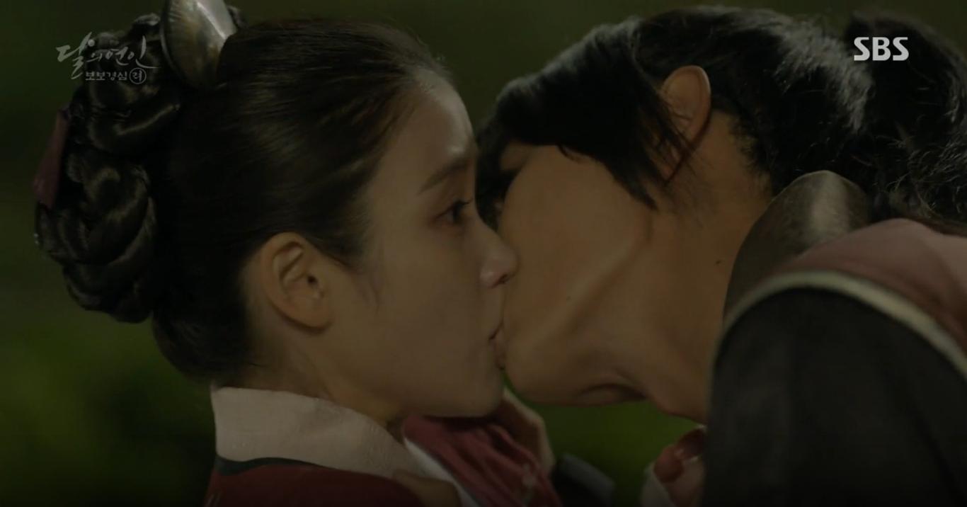 Moon Lovers: Hoàng tử Baekhyun sống chết đòi tự tử để không phải thành thân - Ảnh 29.