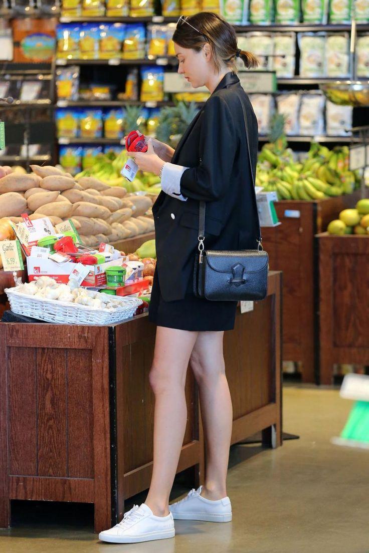 Chẳng phải Stan Smith hay Superstar, đây mới là mẫu sneaker trắng được Kendall, Gigi, Miranda mê nhất - Ảnh 17.