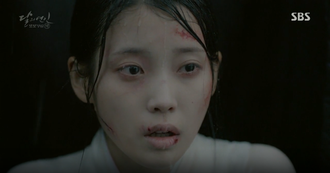 """Moon Lovers: """"Anh Tư"""" Lee Jun Ki tái hiện lại cảnh che mưa kinh điển trong Bộ Bộ Kinh Tâm! - Ảnh 33."""