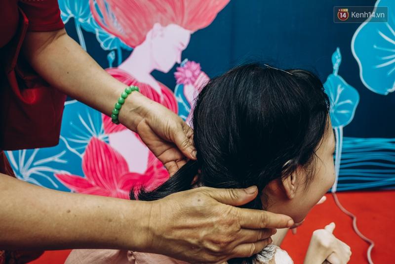 Chùm ảnh xúc động về nét đẹp của những người phụ nữ khuyết tật trên sàn diễn thời trang ở Sài Gòn - Ảnh 29.