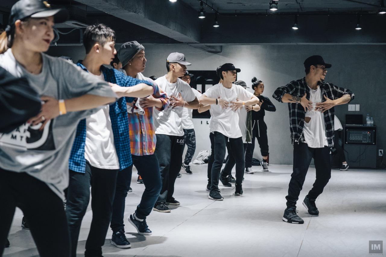 Những vũ công tạo nên các bước nhảy đình đám Kpop 2016 - Ảnh 19.