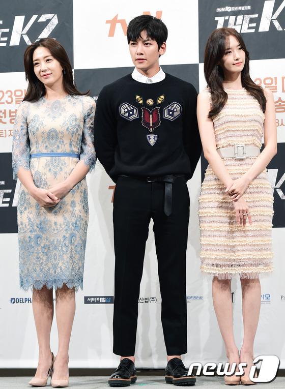 """Yoona và Ji Chang Wook trong """"The K2"""" thân thiết dự họp báo 15"""