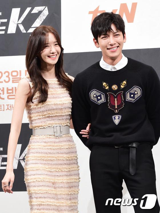 """Yoona và Ji Chang Wook trong """"The K2"""" thân thiết dự họp báo 9"""