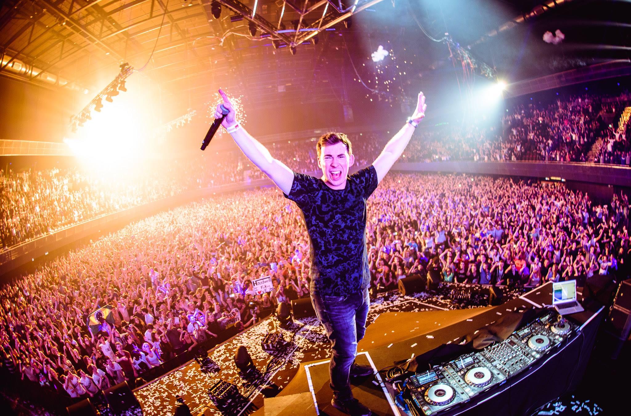Hardwell, Dimitri Vegas & Like Mike và giờ là Martin Garrix: Cứ về Việt Nam là thành No.1 Top 100 DJ thế giới? - Ảnh 1.