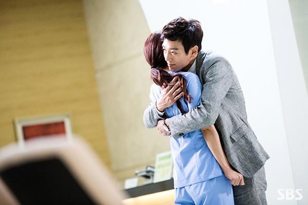 """Xem hậu trường """"Doctors"""", cứ ngỡ Kim Rae Won – Park Shin Hye yêu nhau thật rồi! - Ảnh 6."""