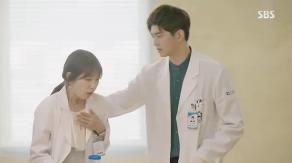 Doctors: Ngày Lee Sung Kyung chơi đểu Park Shin Hye cuối cùng cũng đến - Ảnh 13.