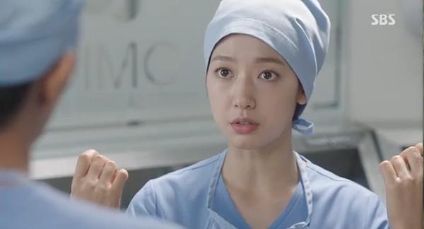 """""""Doctors"""": Xem kìa, Park Shin Hye cuối cùng đã biết ghen! - Ảnh 11."""