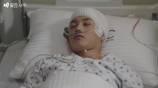 """""""Doctors"""": Lee Sung Kyung quỳ gối cầu xin Park Shin Hye - Ảnh 28."""
