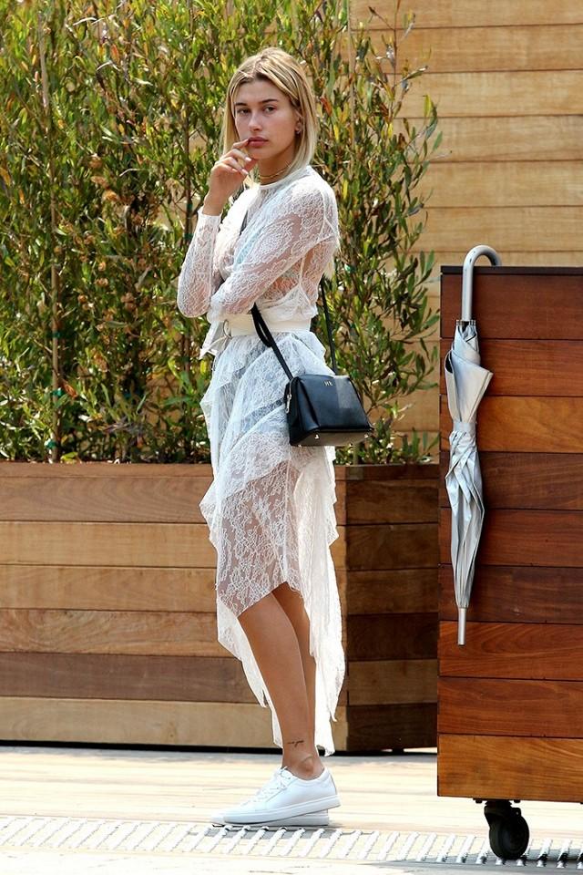 Chẳng phải Stan Smith hay Superstar, đây mới là mẫu sneaker trắng được Kendall, Gigi, Miranda mê nhất - Ảnh 18.