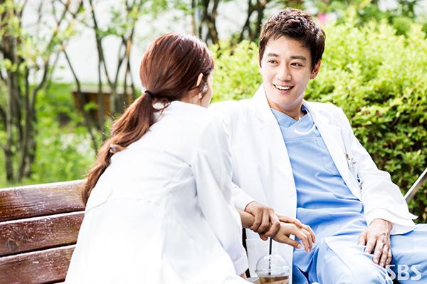 """Xem hậu trường """"Doctors"""", cứ ngỡ Kim Rae Won – Park Shin Hye yêu nhau thật rồi! - Ảnh 7."""