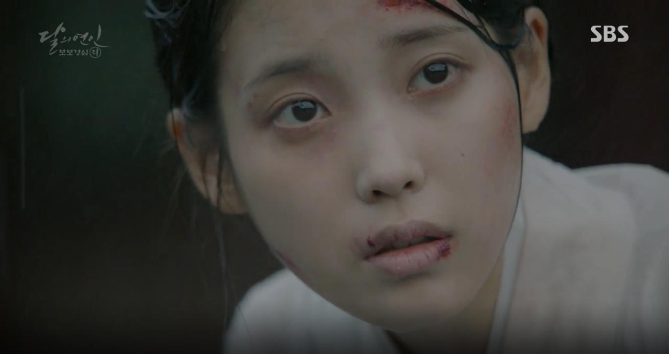"""Moon Lovers: """"Anh Tư"""" Lee Jun Ki tái hiện lại cảnh che mưa kinh điển trong Bộ Bộ Kinh Tâm! - Ảnh 27."""