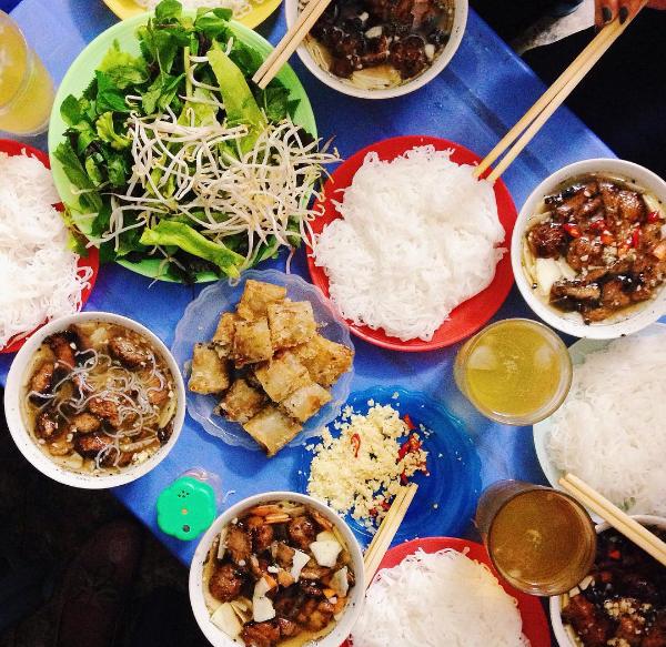 5 quán bún chả Hà Nội không có trong cẩm nang du lịch nào, nhưng ...