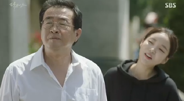 """""""Doctors"""": Ji Soo siêu ngầu, cướp Park Shin Hye từ tay Kim Rae Won - Ảnh 21."""