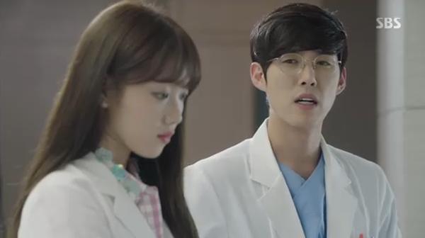 Sau Song Joong Ki, lại thêm Kim Rae Won cưa cẩm bằng trực thăng - Ảnh 18.
