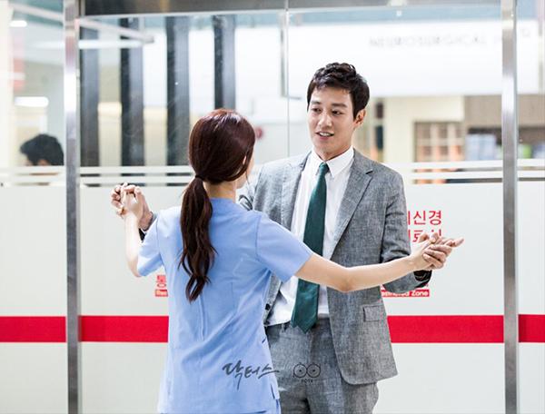 """Xem hậu trường """"Doctors"""", cứ ngỡ Kim Rae Won – Park Shin Hye yêu nhau thật rồi! - Ảnh 8."""