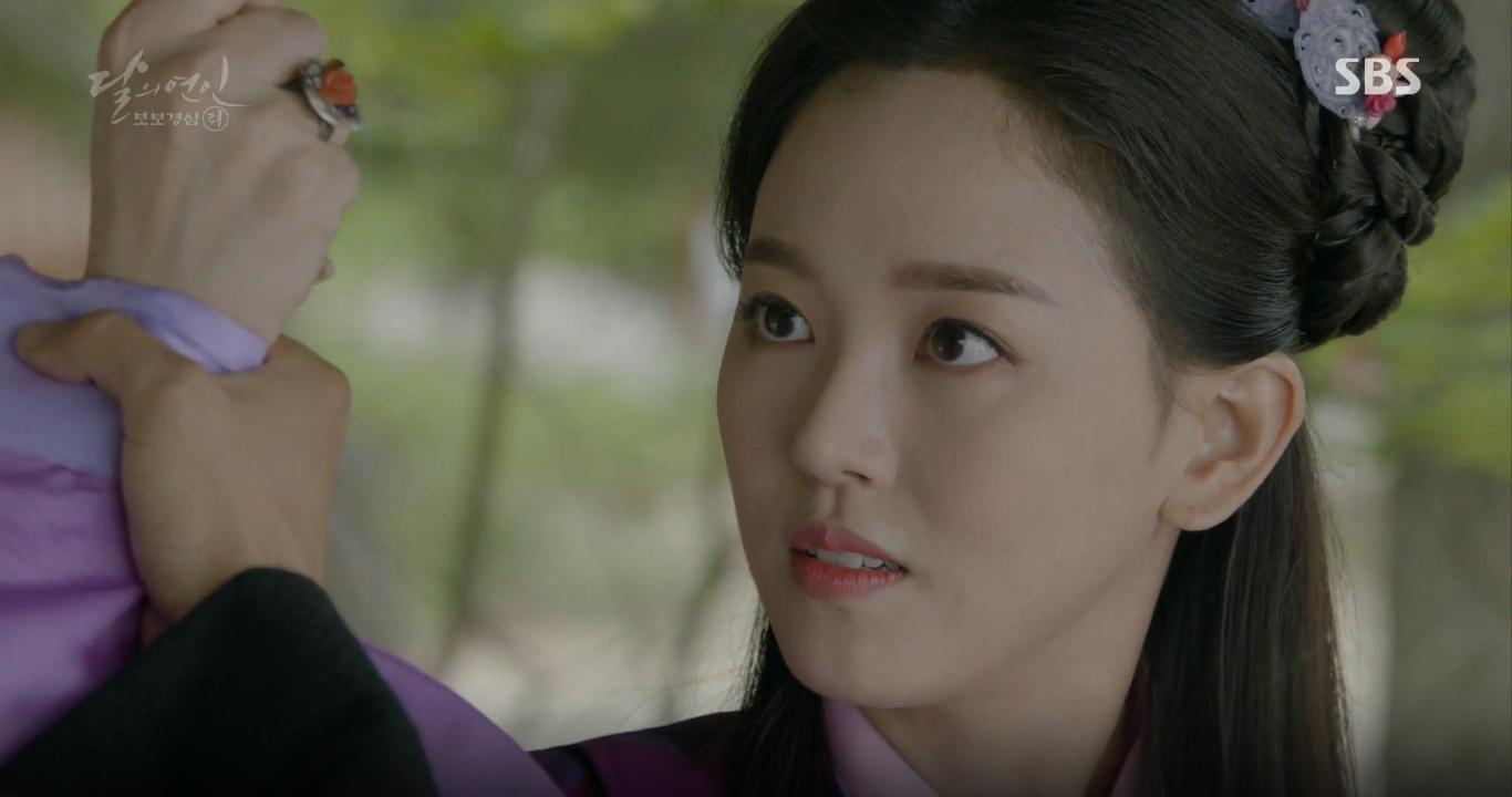 Moon Lovers: Tứ hoàng tử Lee Jun Ki thêm một lần xuất hiện kịp thời giải cứu IU - Ảnh 3.