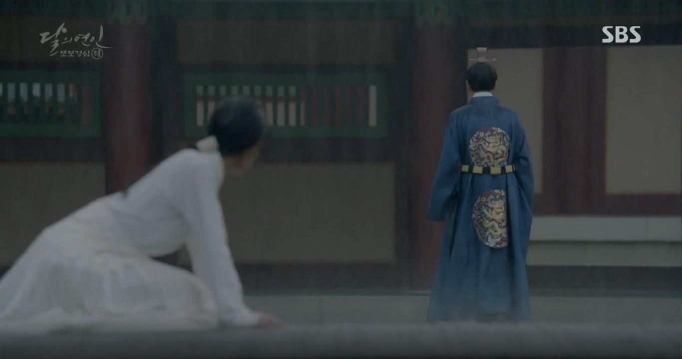 """Moon Lovers: """"Anh Tư"""" Lee Jun Ki tái hiện lại cảnh che mưa kinh điển trong Bộ Bộ Kinh Tâm! - Ảnh 28."""