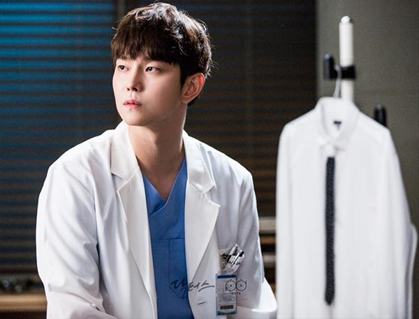 Doctors: Yoon Kyun Sang đã phá nát hình tượng nam thứ hoàn hảo trên phim Hàn! - Ảnh 2.