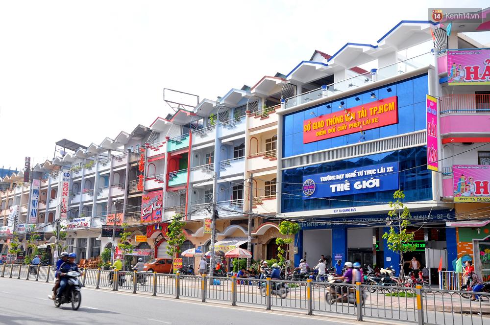 Những khu phố đồng phục thú vị ở Sài Gòn với dãy nhà giống hệt nhau - Ảnh 3.