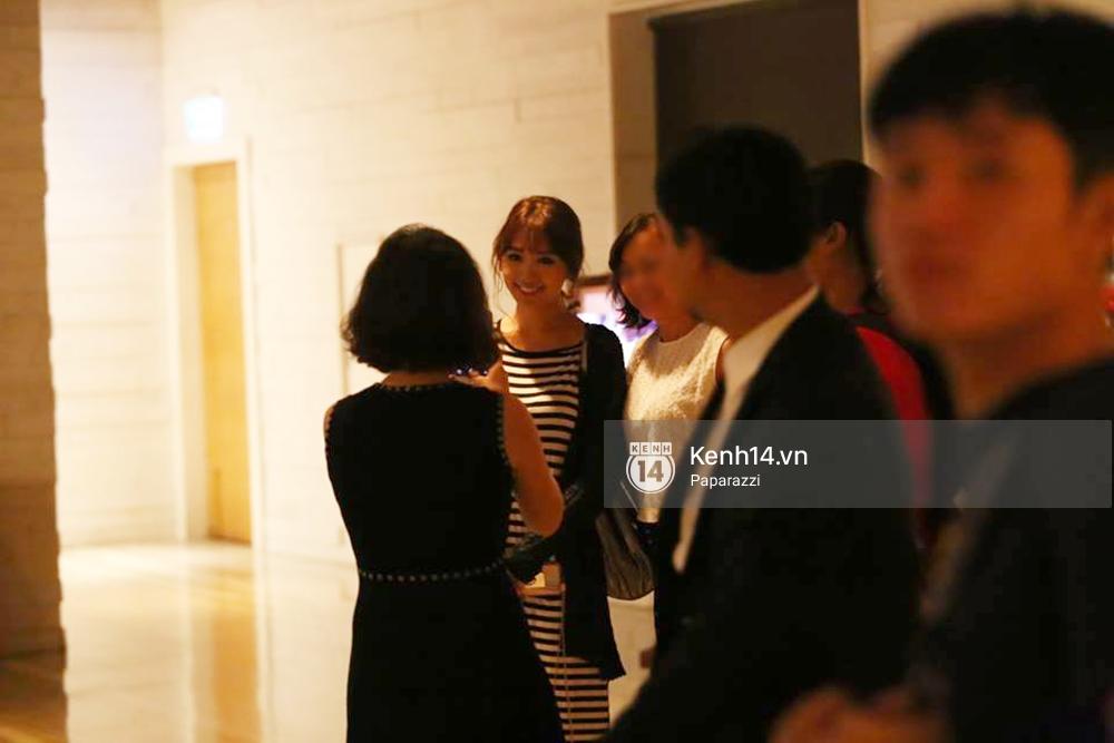 Kết thúc tiệc cưới, Trấn Thành lái xe đưa Hari Won đi ăn đêm - Ảnh 2.