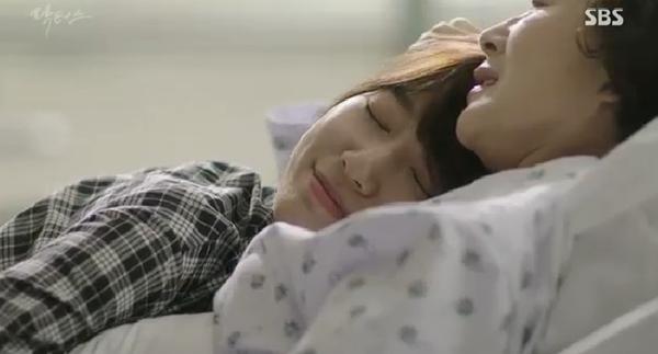 """""""Doctors"""": Ji Soo siêu ngầu, cướp Park Shin Hye từ tay Kim Rae Won - Ảnh 23."""
